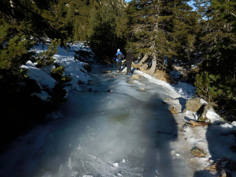 Frozen path, Malyovitsa, Rila