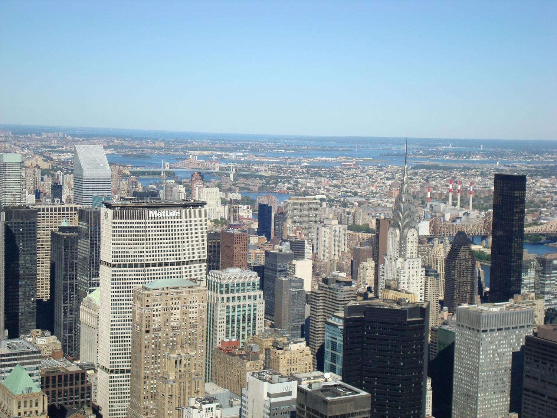 New York City_EmpireStateBuildingObservatory_ViewofMiddleManhattan_Metlife_ChryslerBuilding