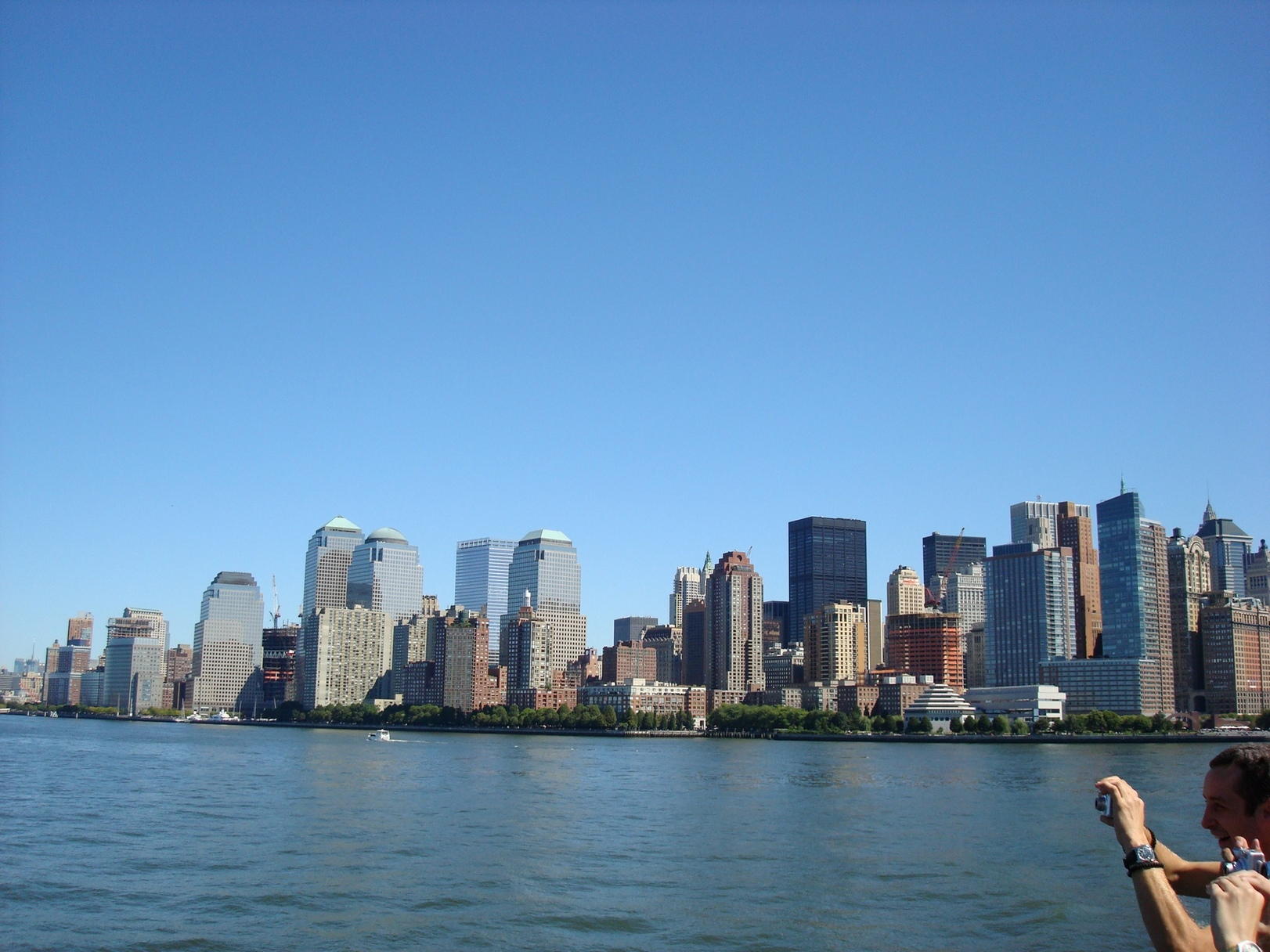 New York City_LowerManhattan's_Skyline_NewYorkHarbor