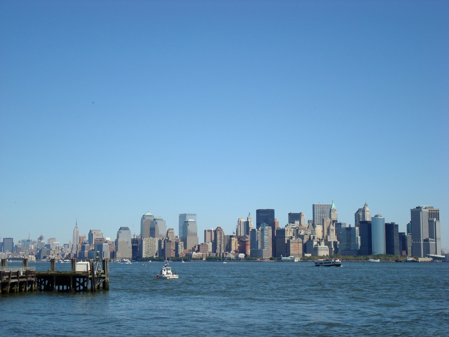 New York City_ManhattanSkyline_StatueofLiberty_Distance