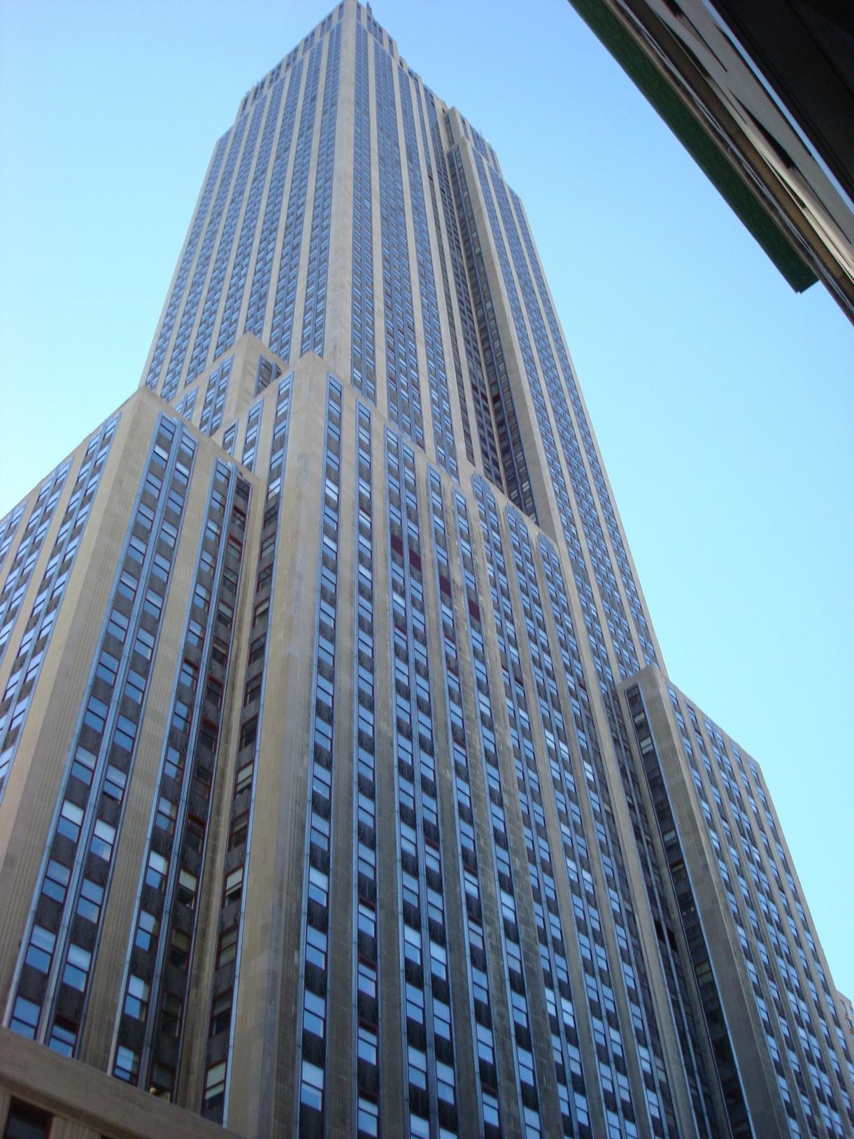 New York City_MiddleManhattan_EmpireStateBuilding_CloseShot_Grandeur