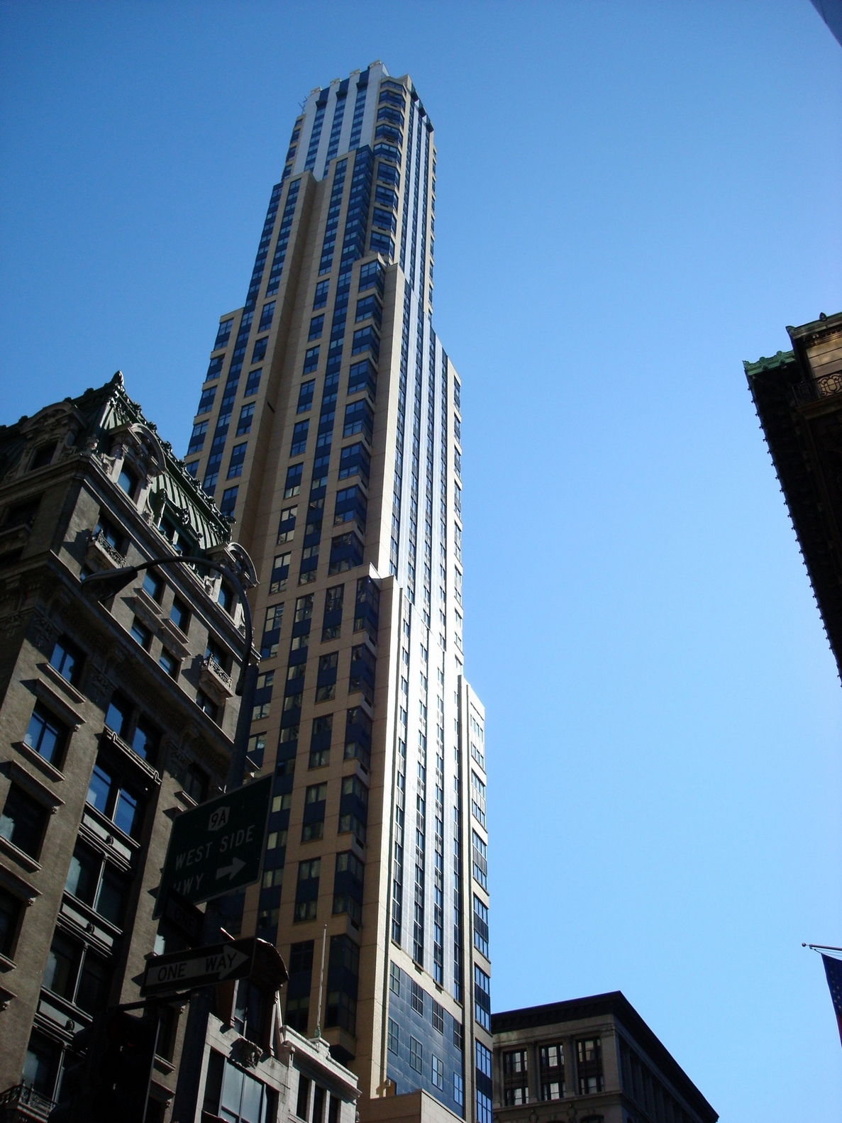 New York City_MiddleManhattan_ResemblingEmpireStateBuilding_Slightly