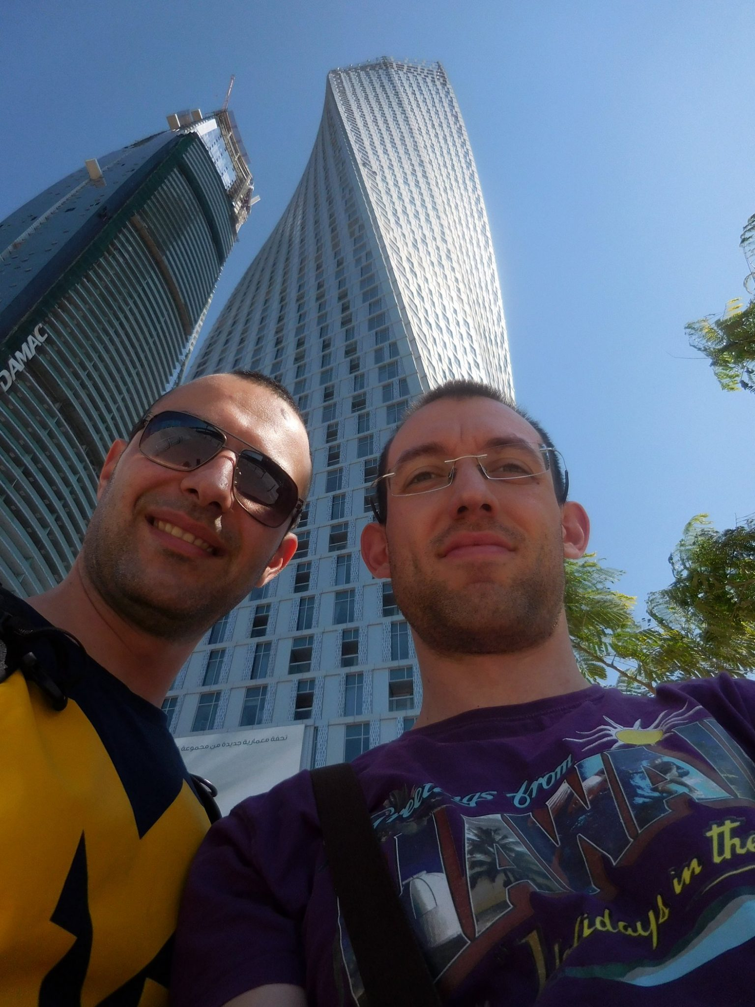 Dubai Marina Infinity Tower Steli and Svet