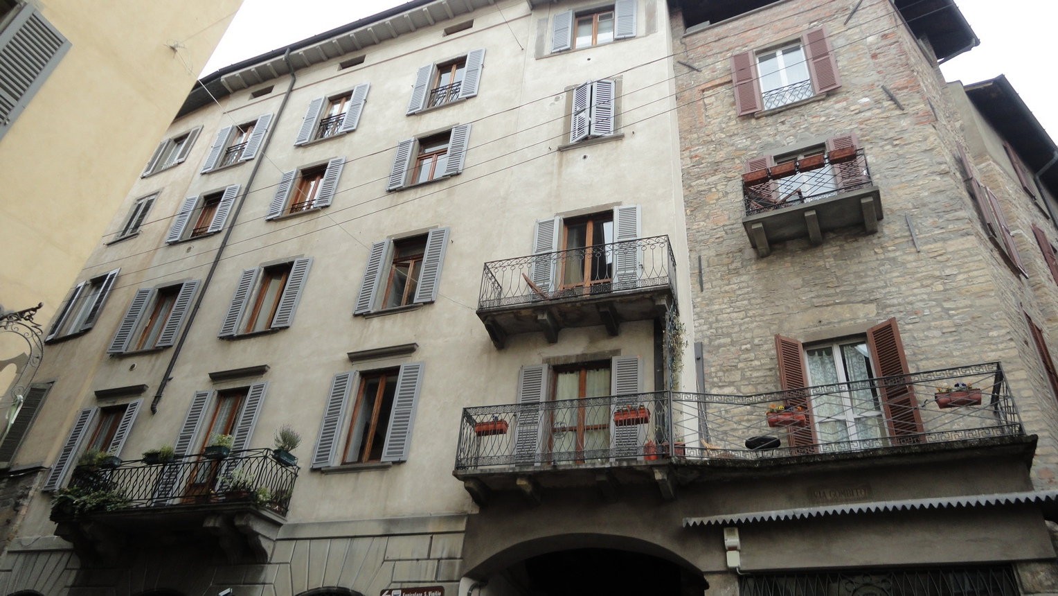 Green Bergamo Italy Upper City Ambiance