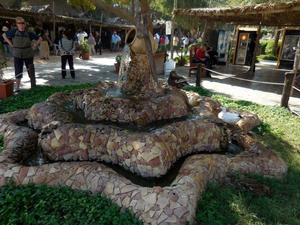 Abu Dhabi, Heritage Village, Picturesque Fountain