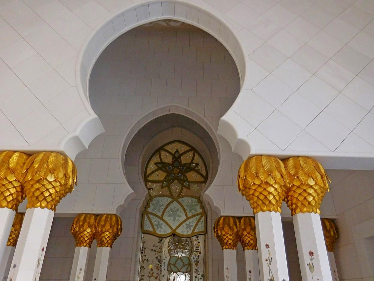 Sheikh Zayed Grand Mosque, Abu Dhabi, UAE, Entering the Halls, Golden Pillars