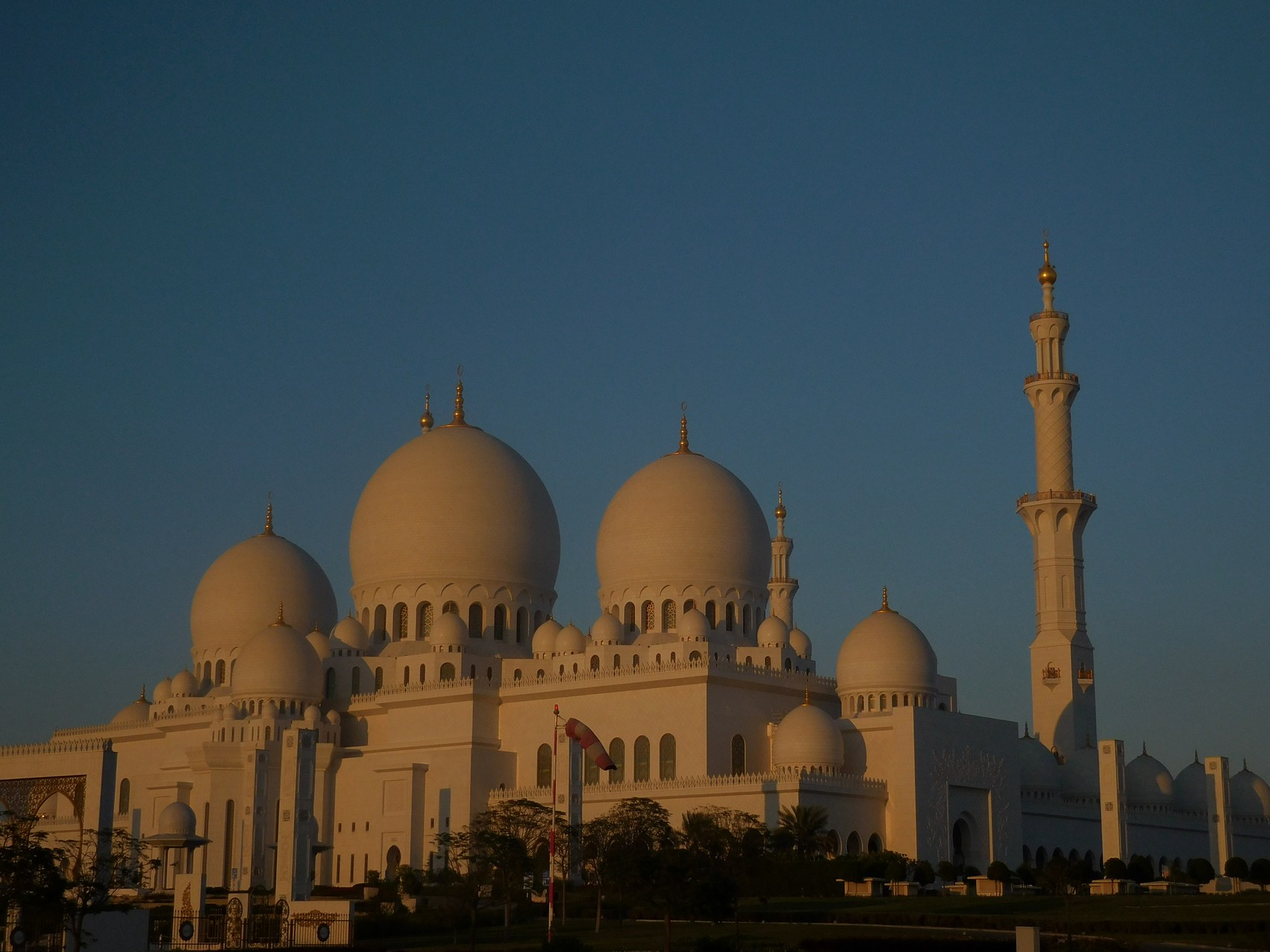 Sheikh Zayed Grand Mosque, Abu Dhabi, UAE, Featured Image, Dusk, Outside