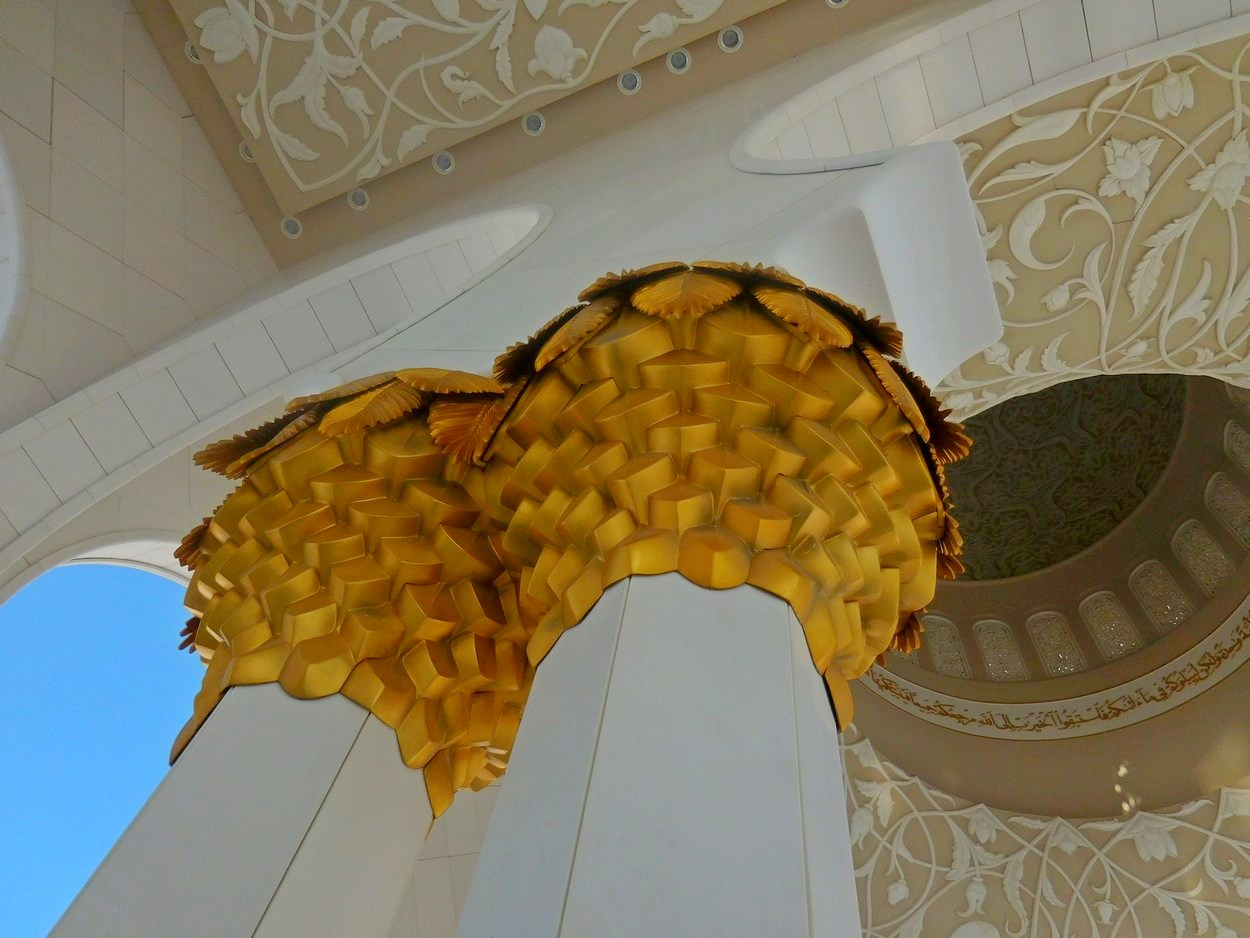 Sheikh Zayed Grand Mosque, Abu Dhabi, UAE, Pillar Gold Decorated