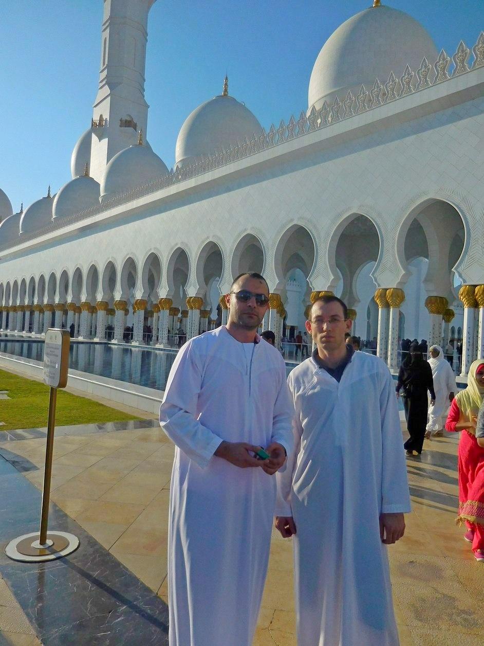 Sheikh Zayed Grand Mosque, Abu Dhabi, UAE, Wearing Thawb Robes, Stiliyan and Svet