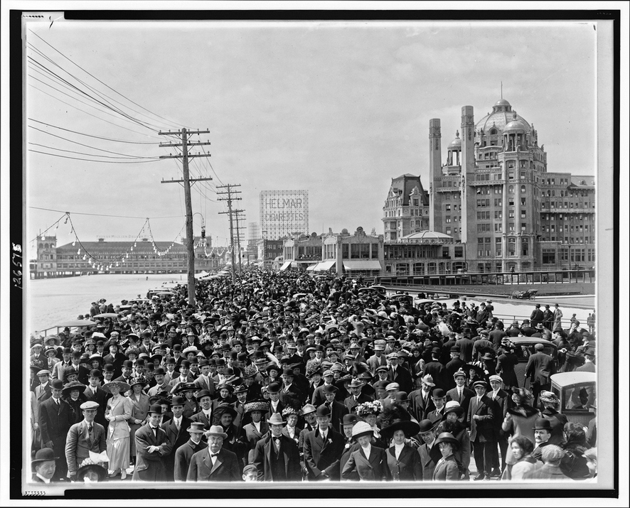 Atlantic City, New Jersey, USA, Old Boardwalk Crowd, 1911
