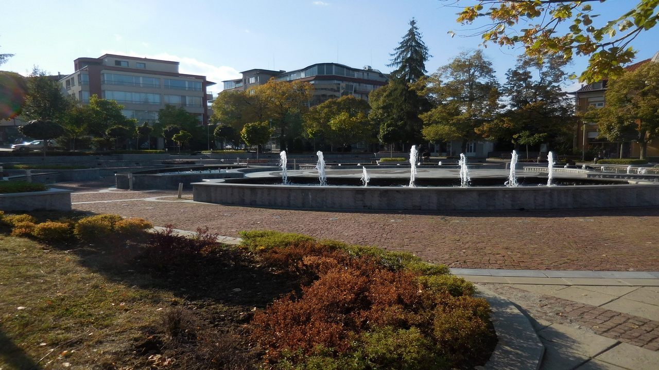 dupnitsa-bulgaria-city-centre-featured-image-view-fountains