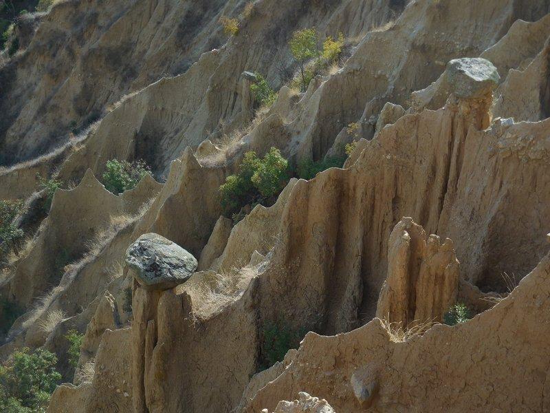 dupnitsa-bulgaria-stob-pyramids-3-sand-hats