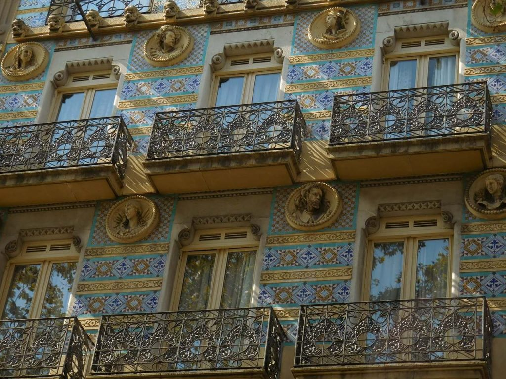 barcelona-spain-la-rambla-street-pecular-architecture