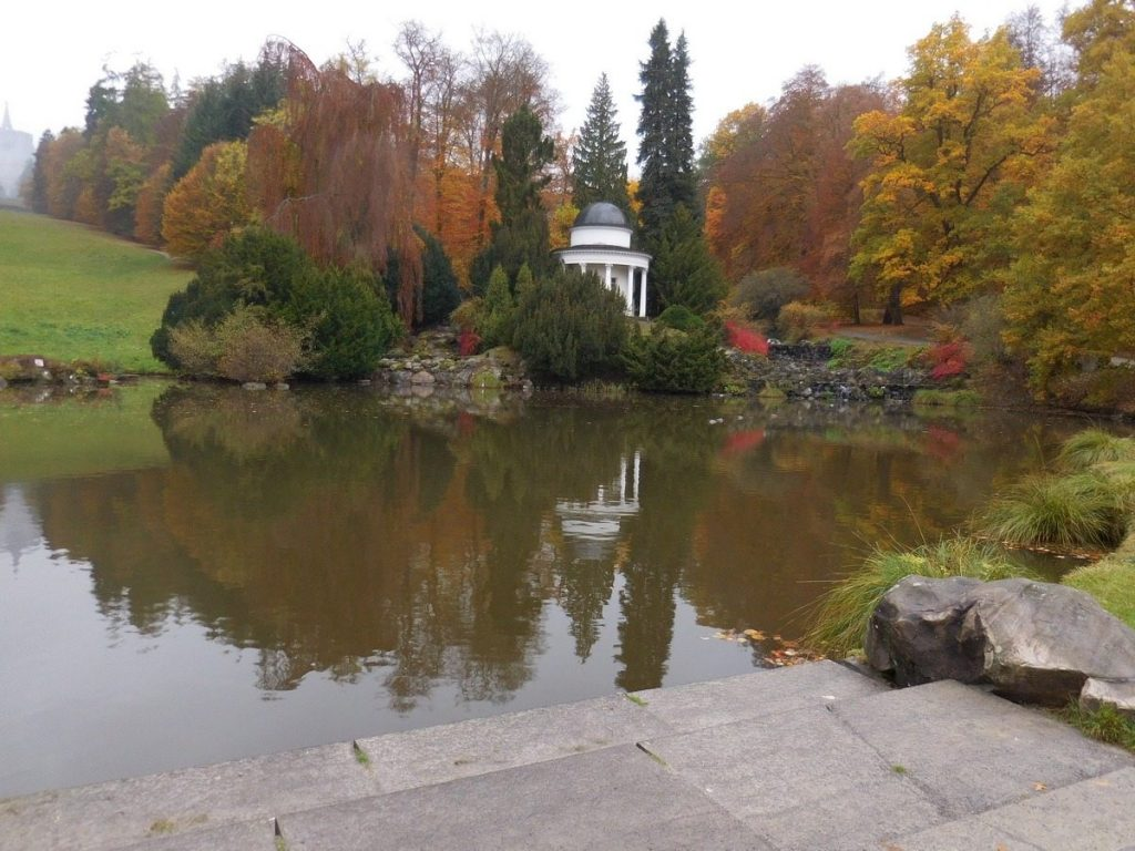 kassel-hesse-germany-amazing-autumn-lake-view-bergpark