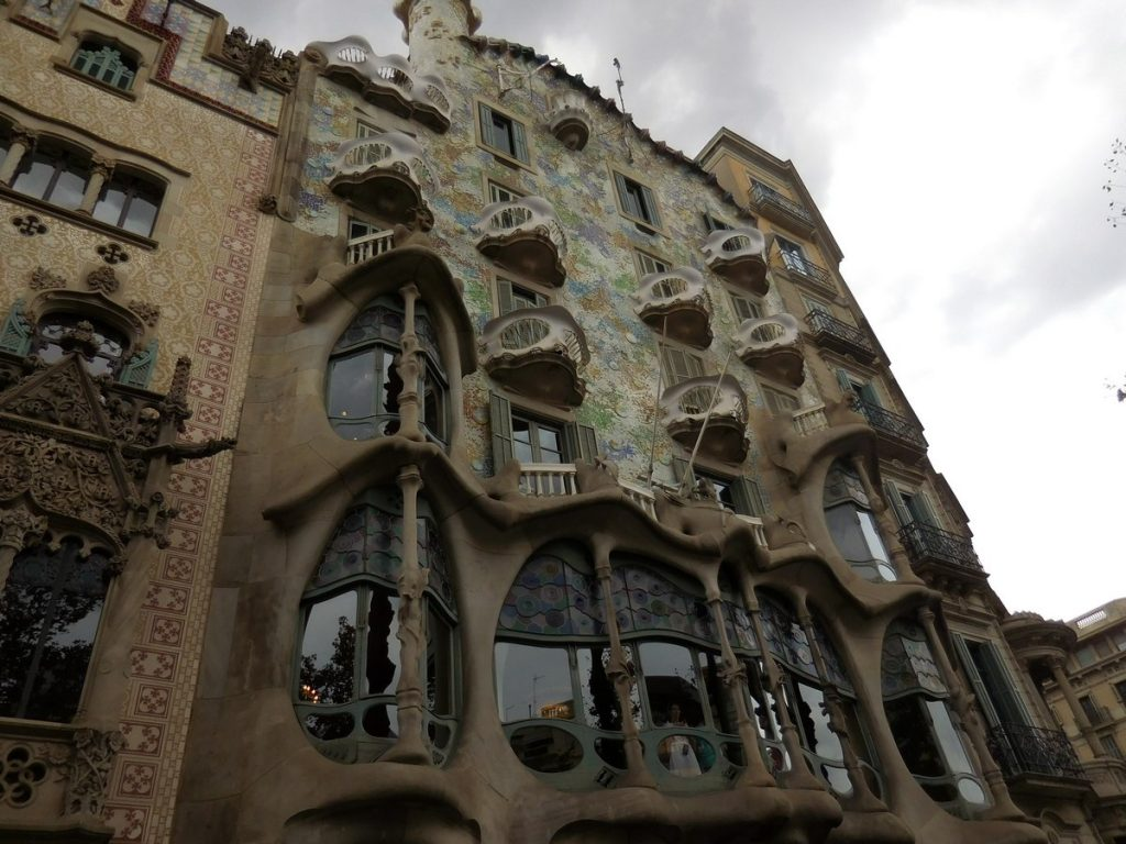 photos-of-barcelona-casa-battlo-gaudi-style