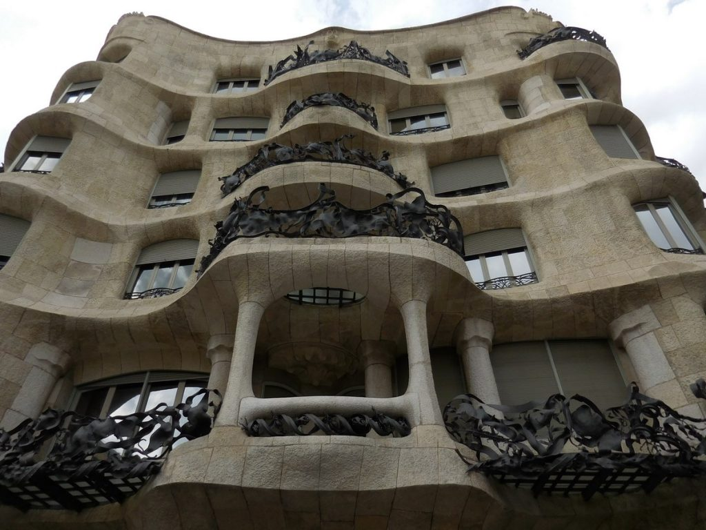 photos-of-barcelona-la-pedrera-gaudi-style