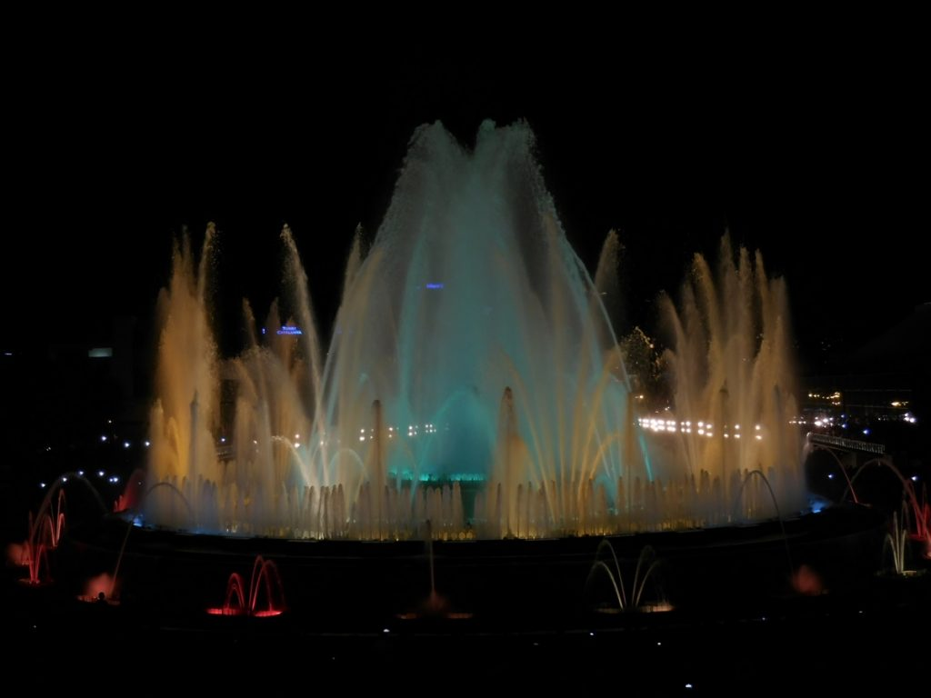 photos-of-barcelona-montjuic-magic-fountains-montjuic-night