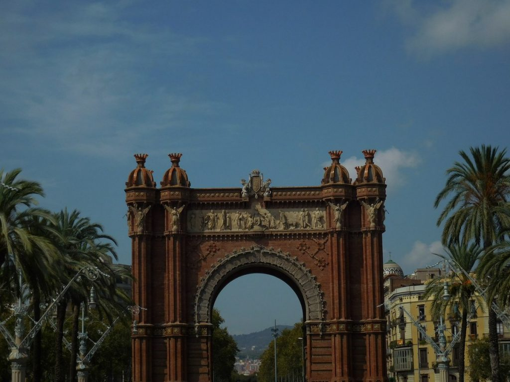 photos of barcelona-triumphal-arch-reddish-spain