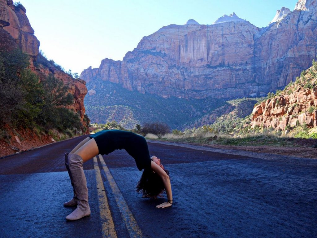yet-desislava-dobreva-conquering-nature-mountains-yoga