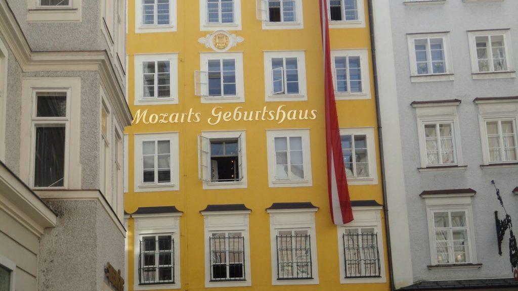 salzburg-austria-mozarts-geburtshaus-facade-panorama