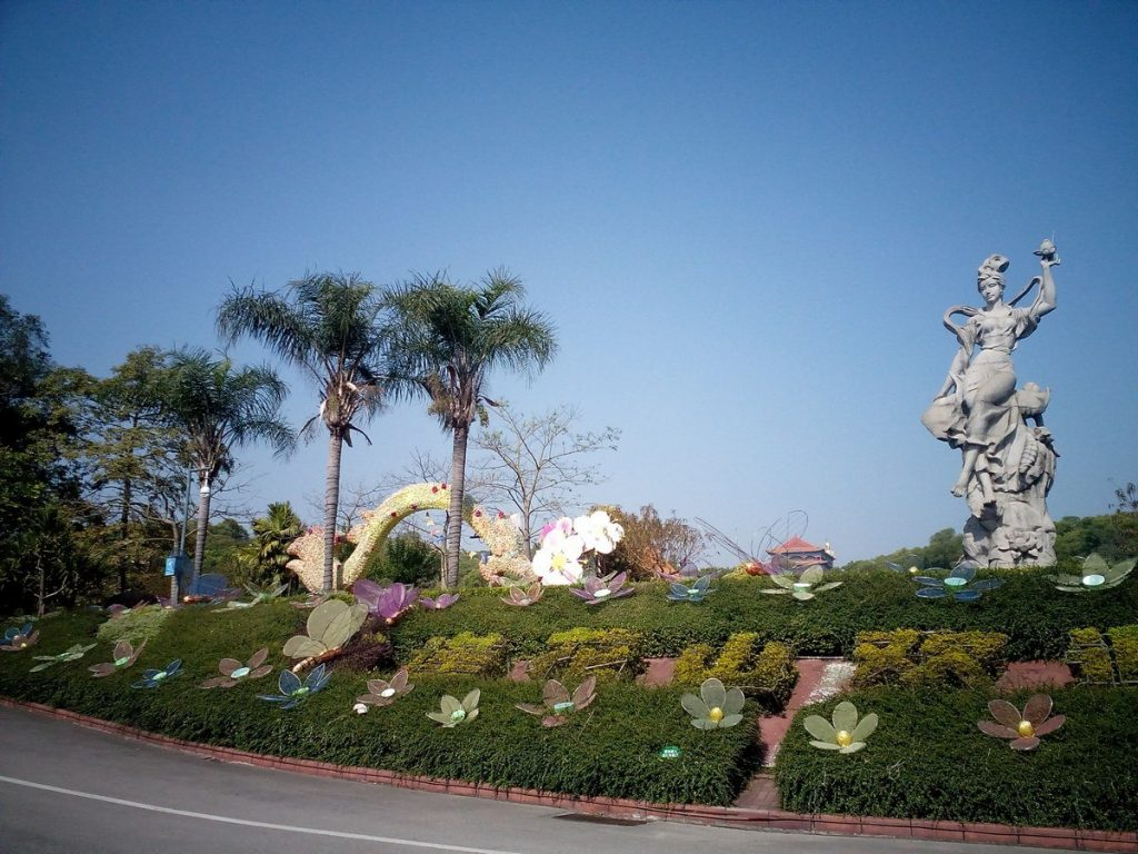 Lotus-hill-mountain-china-entrance-kwan-yin-goddess