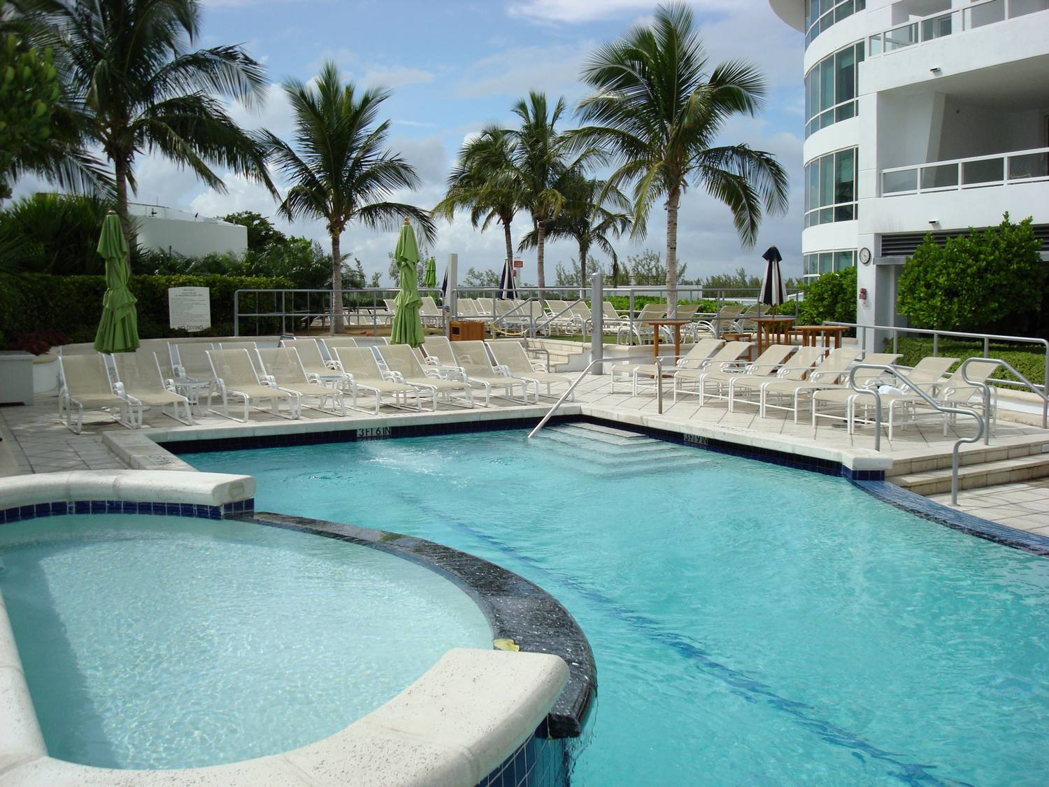 work and travel, usa, miami, florida, infinity pool