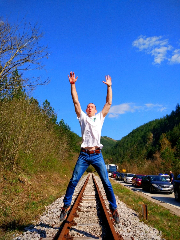 jumping svet, serbian & bosnian border. train tracks