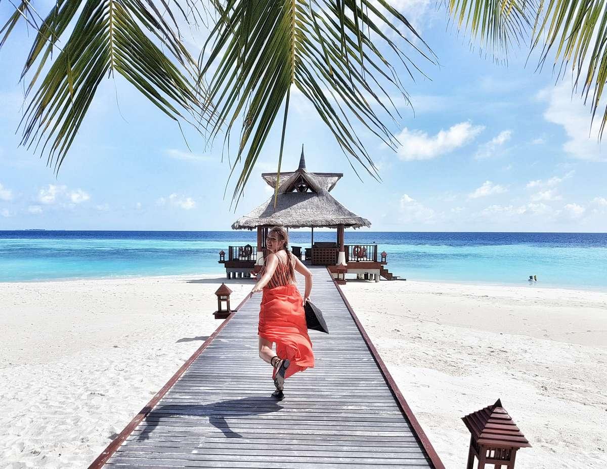 Young Entrepreneurs Talk, Naomi Louwerens, Banyan Tree, Vabbinfaru pier Maldives, Asia