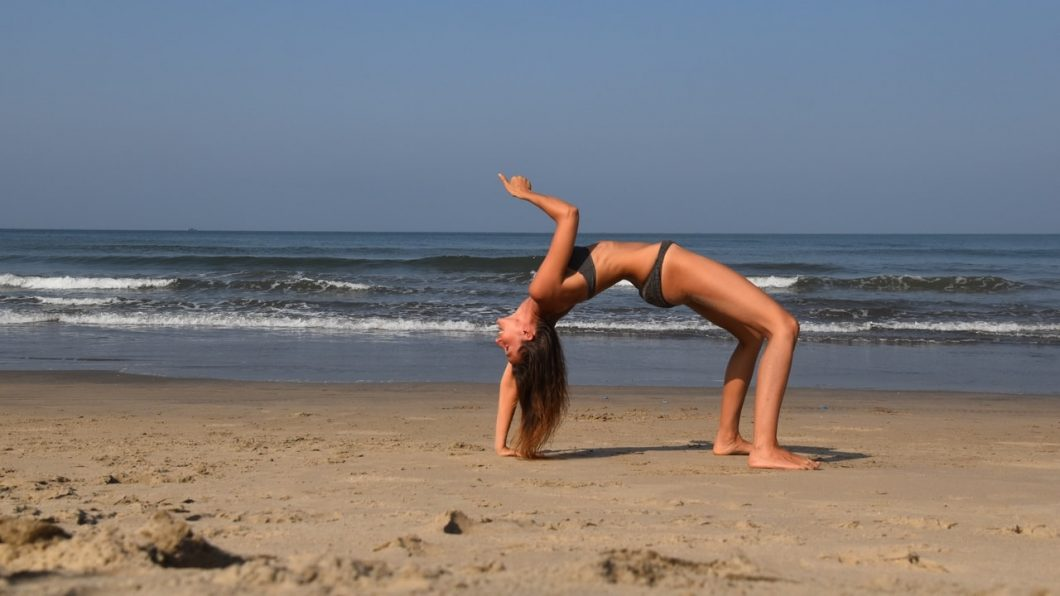 Young Entrepreneurs Talk, Alexandra Kovacova, Featured Image, Beach Yoga, Seaside