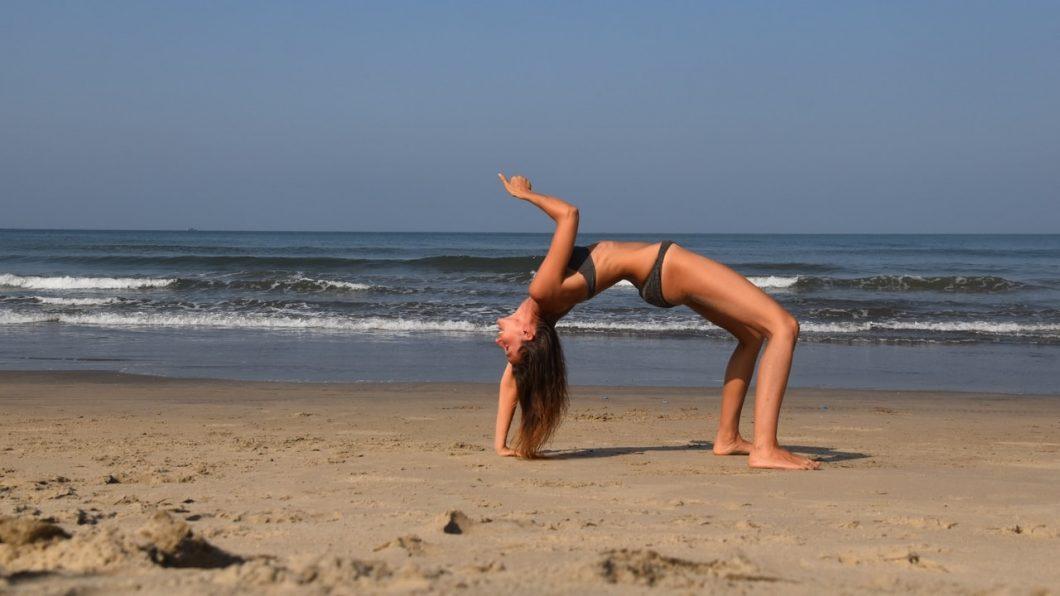 Young Entrepreneurs Talk, Alexandra Kovacova, Featured Image, Beach Yoga, Seaside